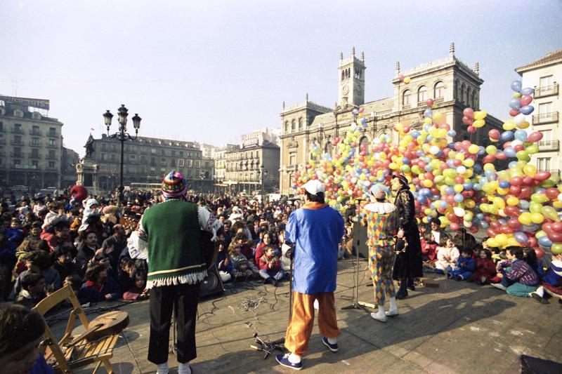 Actuación de La Carraca en Plaza Mayor (1987). ©Archivo Luis Laforga